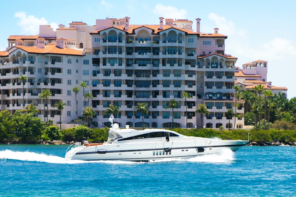 Yacht, Hotel, Summe