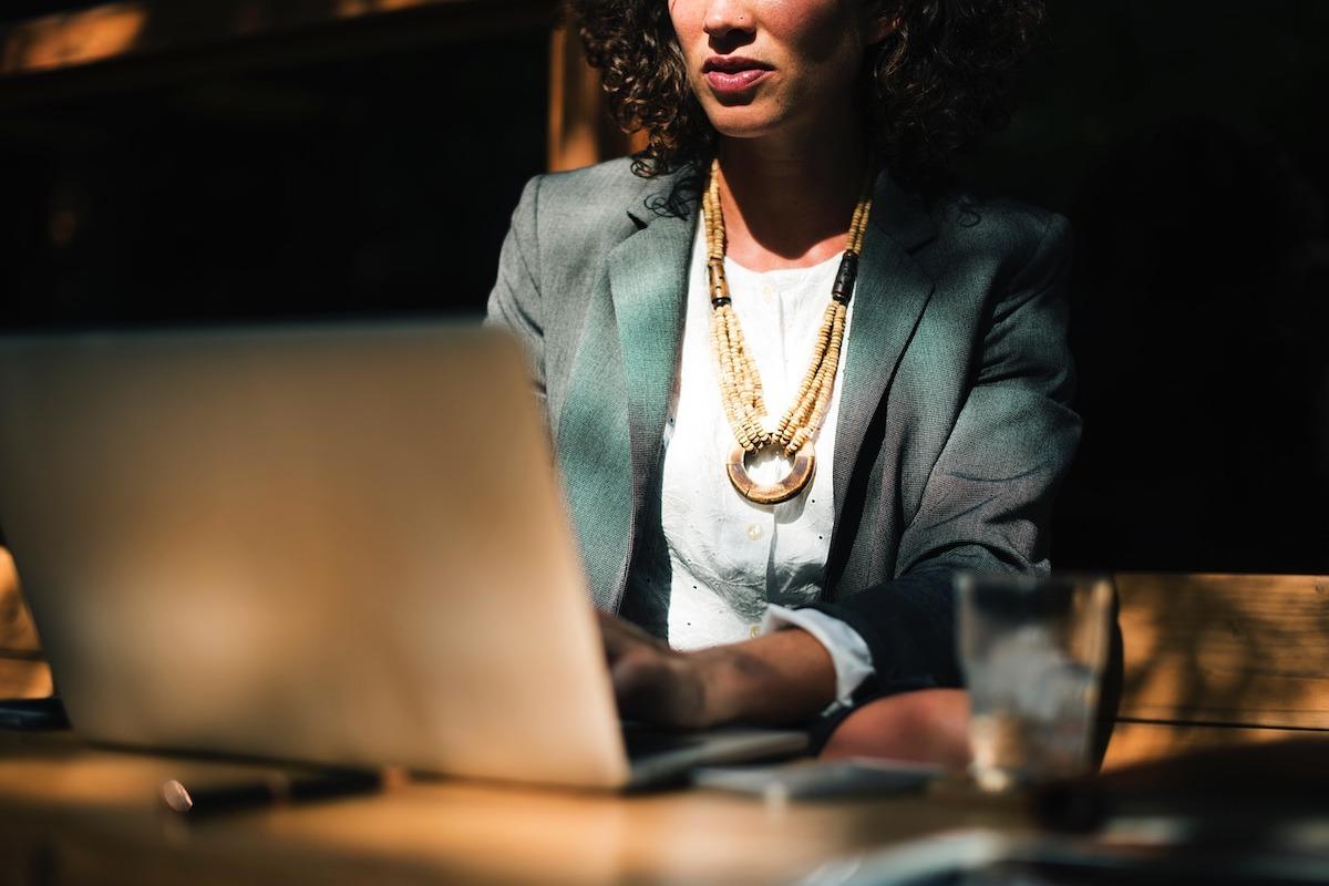 Frau, Büro, Frauenquote für Vorstände