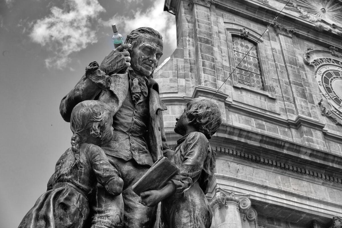 Pestalozzi-Statue in Yverdon-les-Bains. Foto: Xavier von Erlach / Unsplash (CC0)
