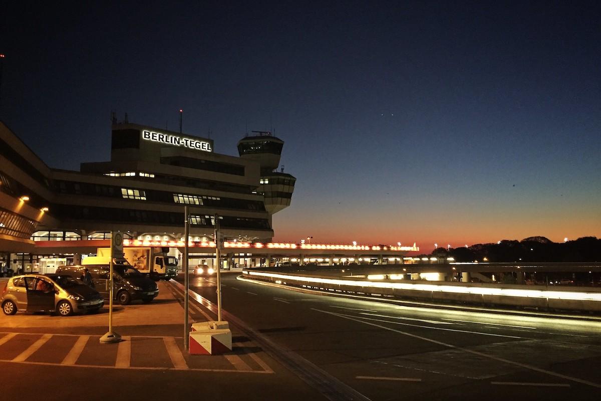 Flughafen Berlin Tegel bei Nacht