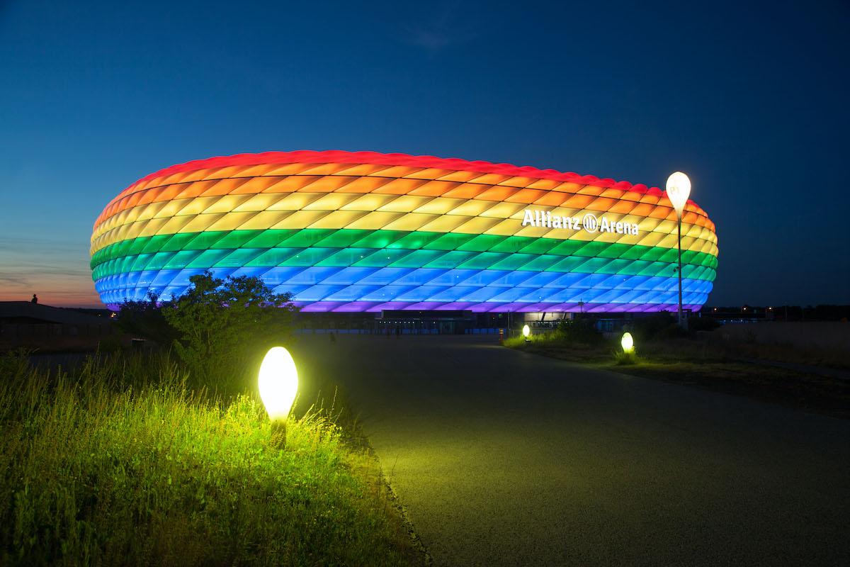 Allianz Arena München in Regenbogenfarben
